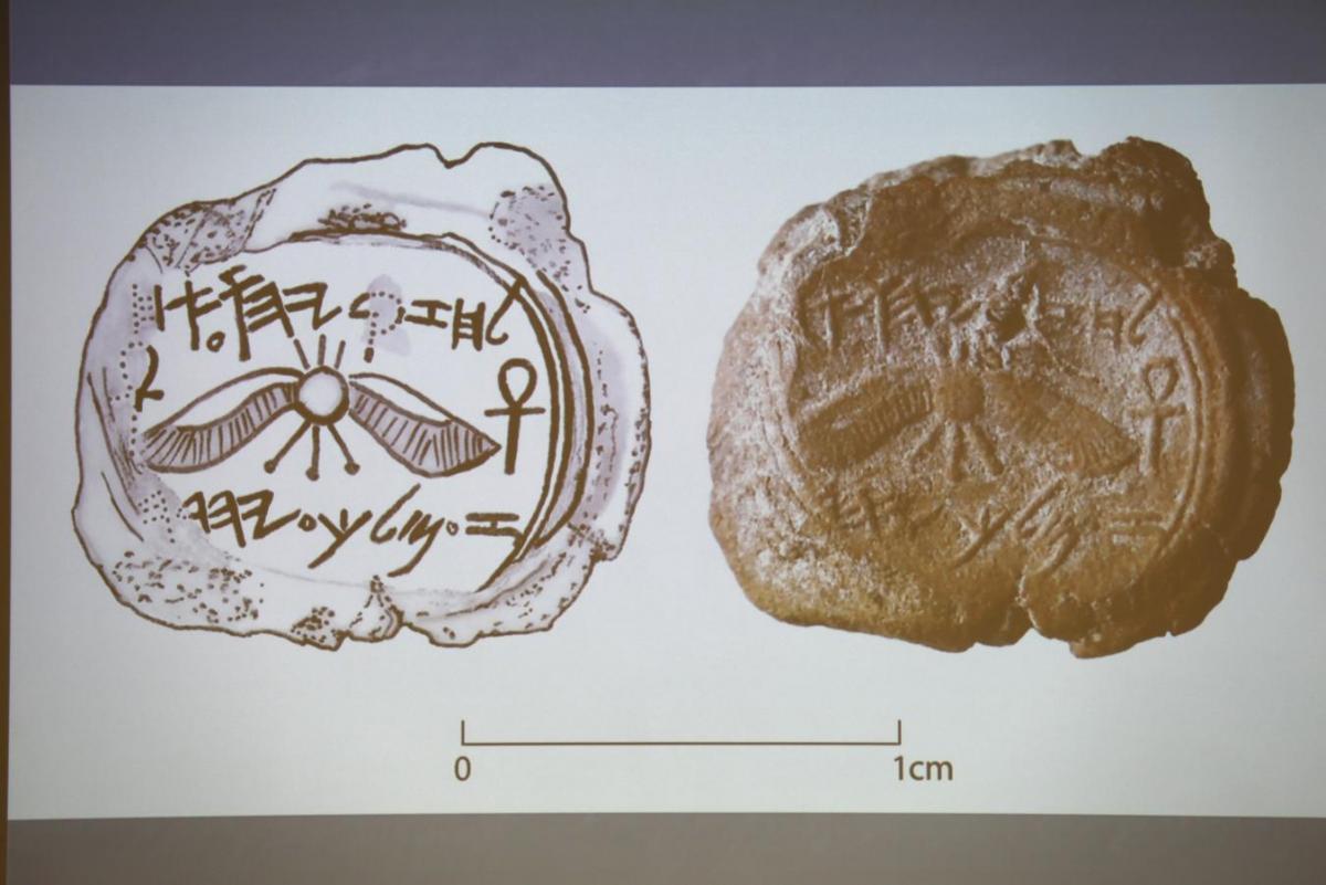 Découverte d'un sceau du roi Ezéchias à Jérusalem