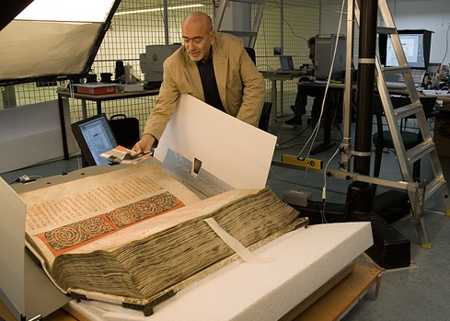 Le Codex Gigas, la Bible du Diable est le plus grand manuscrit du monde