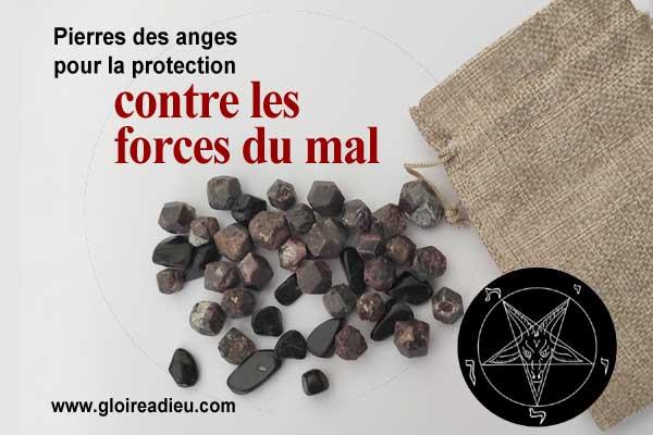 Pierres naturelles pour renforcer les prières et la protection contre les forces du mal avec le grenat rouge et la tourmaline noire