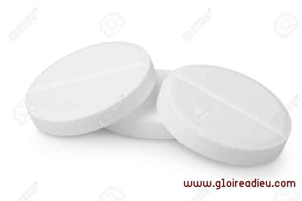 Comment fabriquer de l'aspirine quand vous êtes perdue dans les bois?