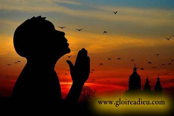 Cette belle prière du soir va vous aider à supprimer vos angoisses avant de dormir